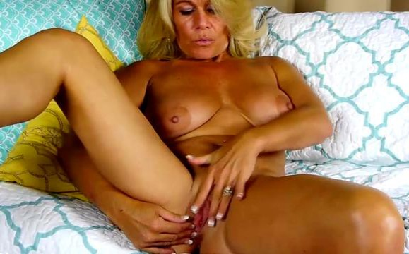 Fat milf with huge tits